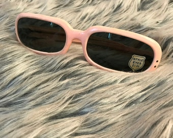 Vintage 1960s Style Eyes France Sunglasses Pastel Pink Plastic Retro Futuristic Oval Frames