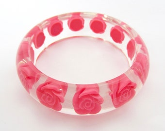 Rosy embedded Roses translucent Lucite chunky Bangle Bracelet ~pretty, true vintage costume jewelry