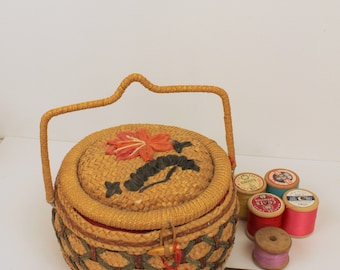 Small Wicker Sewing Basket with Handle - Vintage Sewing