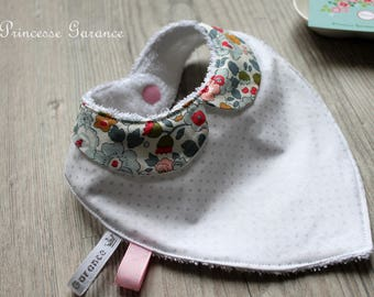 Bandana bib, Peter Pan collar, Liberty of London, Betsy porcelain, white sponge