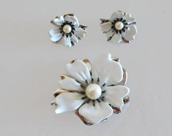 Vintage Sarah Coventry White Enamel & Silver Flower Brooch With Matching Clip On Style Earrings - Vintage Sarah Coventry, Flower Jewelry