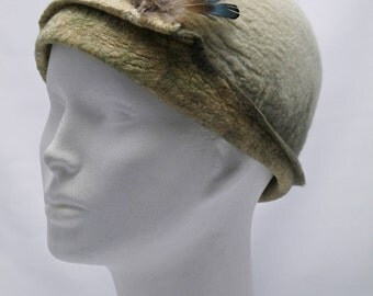 Cloche Silk Felt Hat with Feathers, White Felted Hat, Woolen Hat with Feathers Detail, Women's Winter Hats, Unique Felted Hat