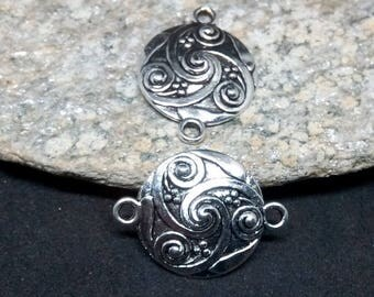 10 connectors round shield antique silver triskelion