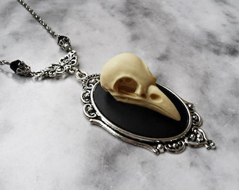 necklace faux skull crow ivory 3d cameo plata taxidermy replica resin anatomy animal gothic pagan occult macabre witch witchy witchcraft