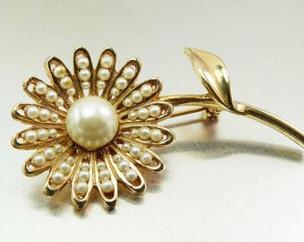 Vintage Daisy Flower Brooch Domed Seed Pearls Daisies Pin Cream Pearl Gold Toned Floral Brooch Boho Hippie Figural Vintage Jewelry