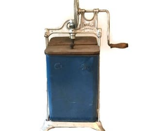 Dazey butter churn - Patented 1917 - Blue paint with wood lid - Wooden paddles intact - Very clean