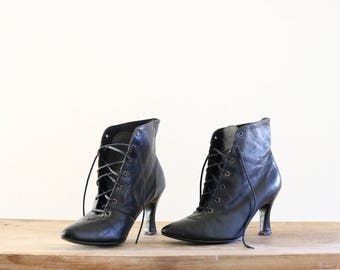 black leather ankle boots / 6.5