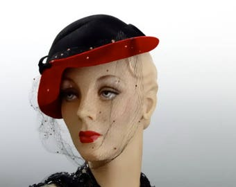 "1940's Black Felt Hat Calot with Red Velvet Rolled Front Brim ""Delle Donne"" New York"