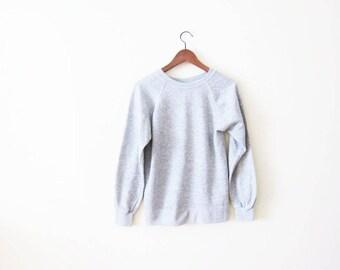 Gray Sweatshirt / Crewneck Sweatshirt / Raglan Sweater / Minimalist Sweatshirt / 80s Sweatshirt / Athletic Sweater / Grey Jumper / Pull Over