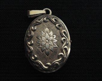 Antique medaillon medallion medal shrine locket pendentif pendant for a photo. ( 29  )