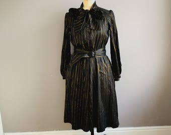Black gold pussy bow dress / black shirt dress with gold stripe / boho 80s LBD / mid length black dress with pussy bow and belt