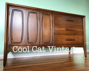 Mid Century Broyhill Emphasis Walnut Credenza (*please see notes on shipping)