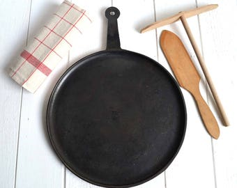 Antique French Black Cast Iron Crepe Pancake Pan Skillet Frying Pan Size 4