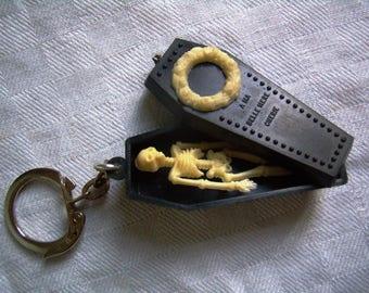 Keychain coffin - key skeleton - black and white plastic - Vintage 1960 - France