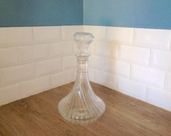 Large wine jug vintage round collar 80s transparent glass, very good condition.