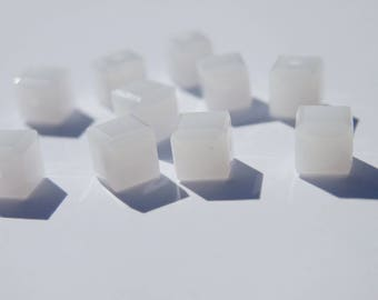 Swarovski 4 mm white alabaster 10 cubes