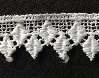 White lace, polyester embroidered diamond designed. 2 cm wide. Wh013