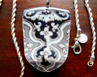 BROKEN CHINA PENDANT - Vincennes Large