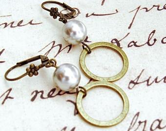 Gift for Her Pearl Earring, Mom Birthday Gift Earring, Circle Jewelry Earring Gift, Round Earring Gift for Her, Wife Gift Earring, Rachels