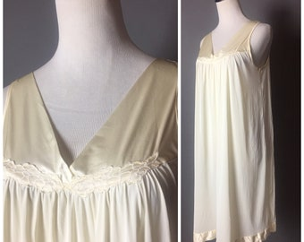 Vintage lingerie / vintage nightie / vintage nightgown / vintage negligee / vintage sleepwear / pajamas / pinup lingerie 8181