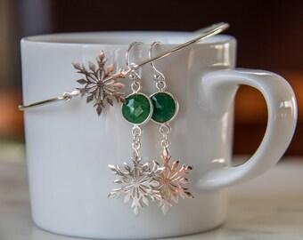 Sterling Silver Snowflake earrings/Frozen sterling silver earrings/Dangle Earrings/Gorgeous Emerald Green Earrings/wedding