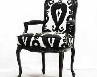 Amazing Black and White Ikat Bergere