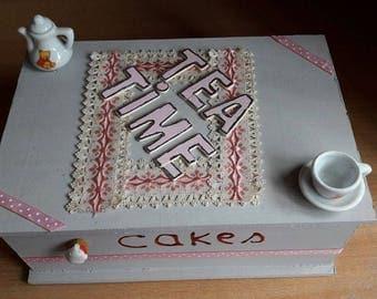 Grey and pink tea box