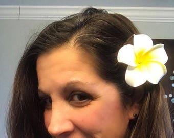 Hawaiian flower hair clips beach bride white/yellow plumeria flower head hair accessory Frangipani clips Luau head wear