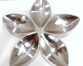 Vintage Stainless Steel Appetizer Tray in Divided Flower Petal Pattern with (5) Five Petals/Serving Tray