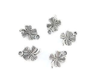 x 10 (54D) 11x15mm silver clover charm