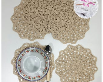 Saucer in sand-colored cotton crochet. Decorating set the table.