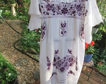 Purple embroidered white full loose Mexican Oaxacan style traditional dress. Like new vintage cool comfy summer dress. Size XL