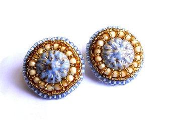 Clips d'oreilles perles de Bohème brodées mauve et doré