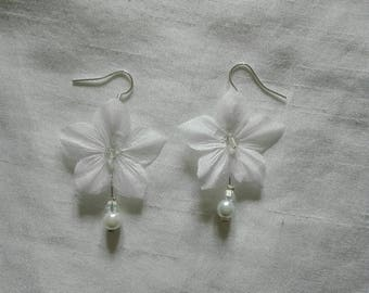Silk Flower Earrings white pearls / clear wedding evening wedding ceremony