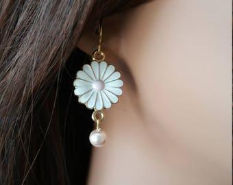 Daisy earrings, Drop earrings, Daisies and Pearls, Handmade