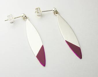 Chic earrings and trends in brass Silver earrings with a touch of dark pink