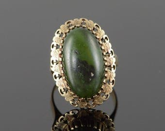 14k 19x11 mm Green Jade Vintage Ring Gold