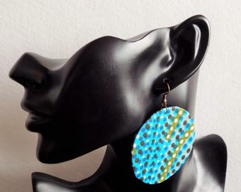 Round earring light blue turquoise wax has polka dots