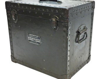 Vintage MILITARY HARD CASE green travel storage trunk old briefcase lock crate locking lid army chest primitive rustic drab od 17335