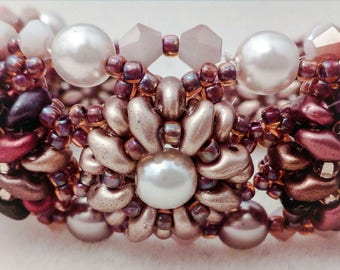 Bracelet with flowers with superduo and pearls