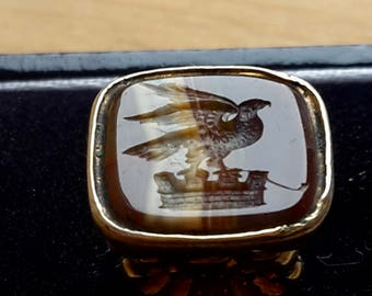 This is a Beautiful small antique victorian / Georgian 9ct  gold cased intaglio seal fob pendent