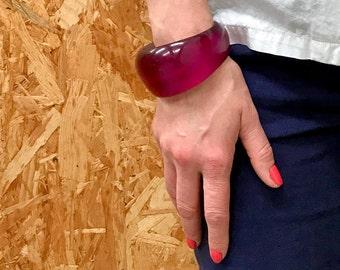 Jonc rose vintage / lucite fuchsia / bracelet minimaliste / années 70