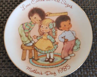 Vintage Avon Plate 1985 Mothers Day Plate named Love comes in all sizes Avon Collectible Cottage Decor Mothers Day Gift