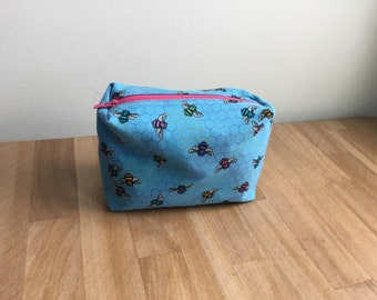 Travel / Accessory / Make-up Bag - Blue with Bees