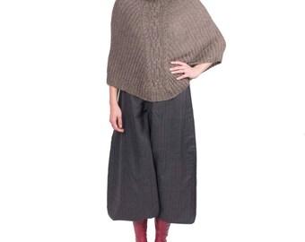 Poncho Alpaca collar, hand knitted, 100% alpaca, very soft and very warm.