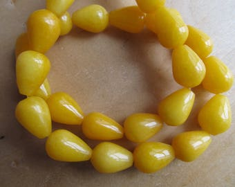Set of 2 14 x 10 mm genuine white jade drop beads: yellow gold.