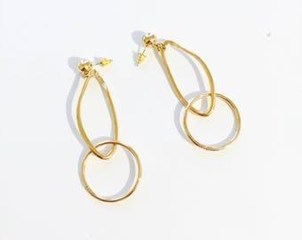 Enlonged abstract circle earrings