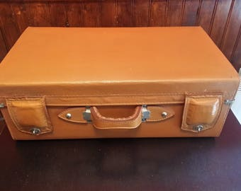 Great VINTAGE - leather suitcase?