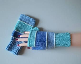 Teens women mittens, knitted hands reversed colors