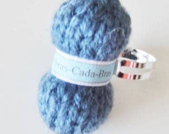 Ring of dark blue yarn (customizable)